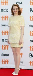 艾瑪史東的「這款裝扮」超吸睛♡走上多倫多倫國際電影節紅毯,禮服一件比一件出色亮麗!