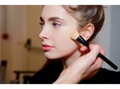 「氣墊」粉底超夯!3款「超模御用」的氣墊底妝,輕鬆打造如名模般的 無瑕美肌