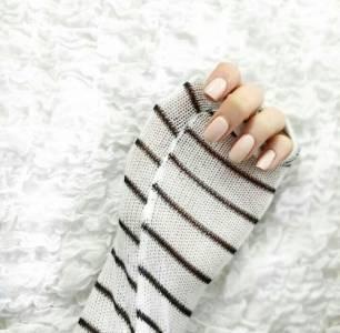 去年流行的「毛衣指彩」不退燒 2017新畫法要你「毛衣性感穿」