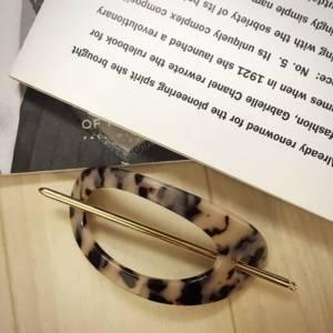 用『針插式髮簪』所打造出的簡單時尚髮型♡