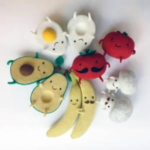 5種史上最甜蜜的定情物!「成雙成對」水果玩偶,小酪梨寶寶牽手時的模樣真的讓人超融化的啦~