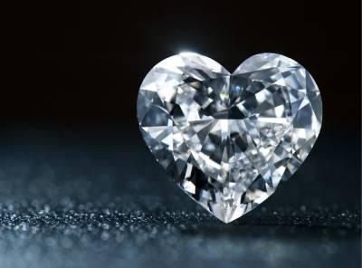 若妻子的眼淚都會化為鑽石,你會選擇讓她哭泣還是守住她的笑容呢? 這個男人選擇了貧窮得到了一切…