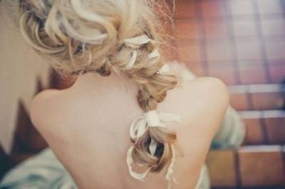 派對或是參加活動都會很吸睛☆讓背影造型也可愛滿分的【綁帶編髮】♪