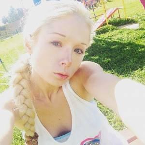 真的是同一個人嗎?烏克蘭真人版芭比素顏模樣曝光,網友直呼不敢相信自己的眼睛!