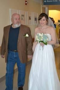 新娘放棄夢中的婚禮,為媽媽在醫院病床前舉行