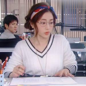 全日本都在討論!石原聰美「絲巾綁髮」怎麼做?從簡單到複雜,3種秘招教會你!