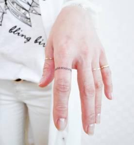 極簡「小刺青」正夯!15位美眉示範,如何讓刺青變成妳最美的裝飾品