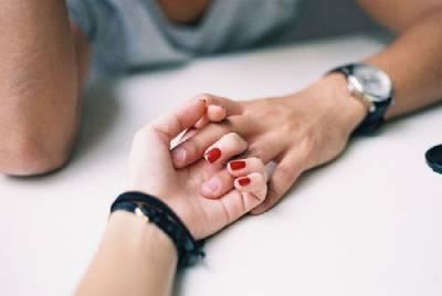 連止痛效果也可以被期待!讓人出乎意料~伴侶應該牽手的理由♡