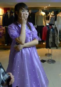 北韓拍到的正妹店員網友表示:如果她被金正恩發現可就慘了.....