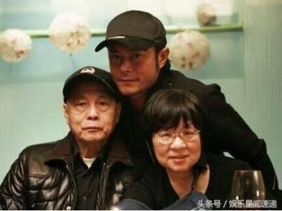 46歲「古天樂」全家照曝光,媽媽氣質優雅,弟弟「古天陰」長相竟然比古天樂還帥!