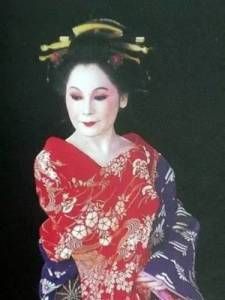 一個女人傳奇的一生!15歲當妓女,22歲成為總統夫人,53歲全裸,76歲跳鋼管舞,「她」活成最率真女王!