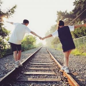 當下覺得又重新愛上他一次!專屬於「遠距離戀愛」的4大魅力!時間越久愛情越堅定,靠的原來是...