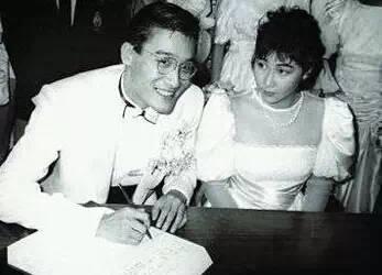 52歲的她,滿臉皺紋 身材走樣,卻讓他寵了整整29年!