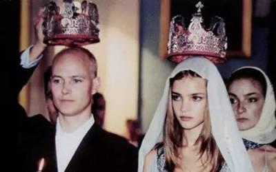 從賣水果的窮女孩到嫁入英國王室...再拖着三個拖油瓶當上LV集團太子妃...她用15年逆襲人生傳奇!