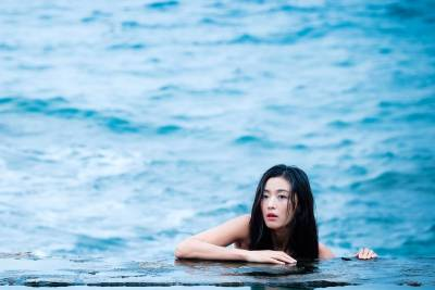 火紅韓劇《藍色海洋的傳說》全智賢化身最美人魚 時尚穿搭你跟上了嗎?