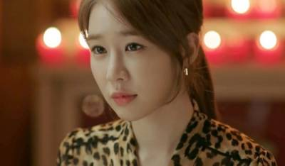 這麼美的老闆娘合理嗎!?劉寅娜若有似無勾魂桃花妝這樣畫!