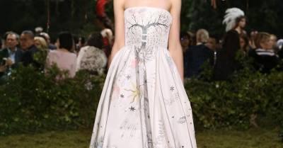 「貝兒公主」來了!艾瑪華森獲選「年度傑出女性」,穿上的美裙編輯早就先猜到了