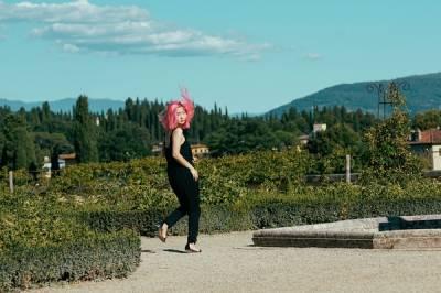 拍照時怎樣擺姿勢好看自然,又能突出身材比例? 拍照姿勢寶典