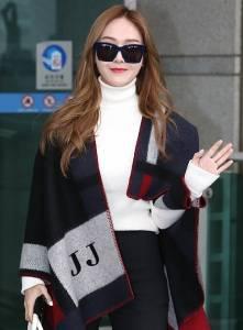 還沒上市就引起話題!Jessica靠「它」10秒打造女明星機場時尚!