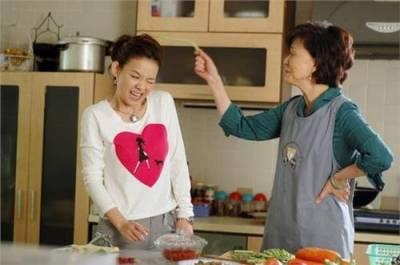 怒!!「那堆碗,我幫忙你洗好了」遇到愛管家事的婆婆,岸見一郎請教你「改變人生的勇氣」