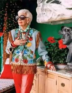 震驚了紐約服裝界!她90歲出道,成為「皇太后的傳奇」,而在他成功的背後卻有一段我們所不知道的事...