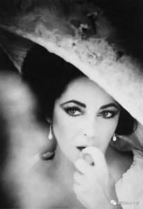 在這個世界上如果有一個女人,能被稱之為妖孽,都一定是非她莫屬,而她絕對不是你所知道的那麼簡單!