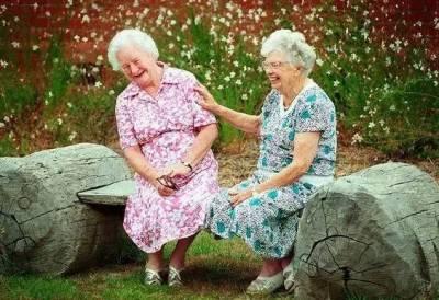 閨蜜,等我們老了,就這樣過吧