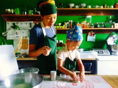 辭掉11年公務員,只為給女兒親手烤麵包,她卻收穫了最富足的幸福