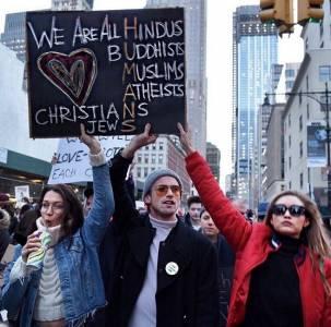 面對川普禁令,時尚圈不沉默 Bella Hadid:「我以身為穆斯林為榮!」
