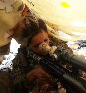 這個23歲的少女槍殺了100名 ISIS,恐怖分子懸賞100萬美金買她人頭……