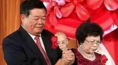 一個睡在億萬富翁床上的文盲女人!(男人女人都該好好看看)他是靠賣妻子嫁妝白手起家的億萬富翁