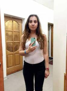 試衣間鏡子靠不靠譜,這妹子連進11家店進行測試