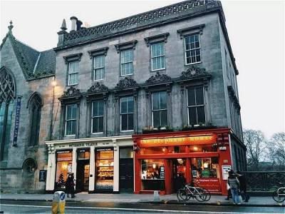 作者JK羅琳,原來是整整坐在這一間小小的咖啡館5年把《哈利·波特》寫完,風靡了全世界
