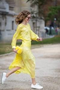 裙子+運動鞋百搭又時髦,春天就該這麼穿!