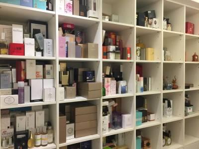 牛爾老師用掉30瓶的中性香水是什麼?他居然還收藏了上千瓶香水,打開他的香水密室一次看個夠!