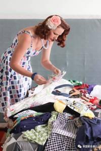 胸太大買不到合身的衣服,這幫妹子索性自己開了間時尚學校!