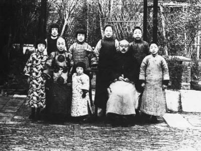 她是楊絳的母親,不做保姆式主婦,比63年美滿婚姻的女兒還幸福