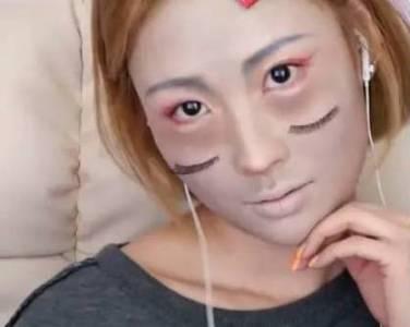 辣眼睛!這個韓國美妝博主可能是瘋了!竟在直播中把自己活生生畫成了妖怪!
