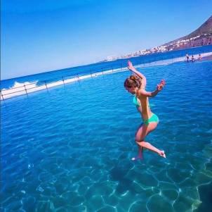 這個年輕姑娘上天下海,就靠一組照片,爆紅全世界