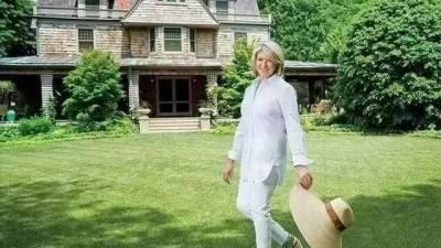 經歷失業,離婚,入獄···這個曾經的香奈兒模特,因為太會做家務,狂賺13億!