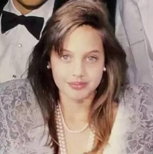 她三次離婚 養育6個子女 酗酒 紋身 切除乳腺,卻讓全世界男人着迷