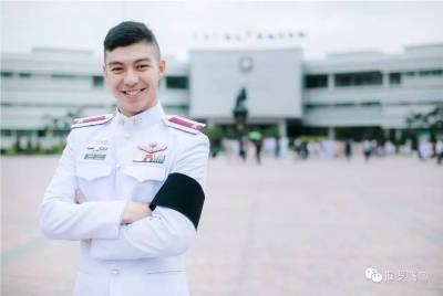 明明可以靠臉偏偏要當警察,泰國小哥帥到驚動網絡!媒體忙採訪 網友求逮捕