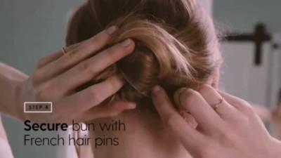 長髮女孩必學!只要「40秒」妳也能學會法式包頭~ 原來先噴點這個會更容易...