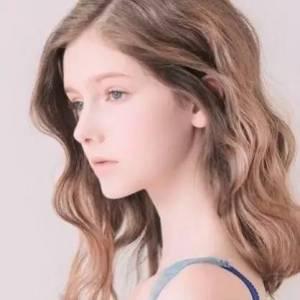 年僅18,卻已成為人生贏家?這個宛若精靈的女孩用實力告訴我們什麼叫「且美且獨立」