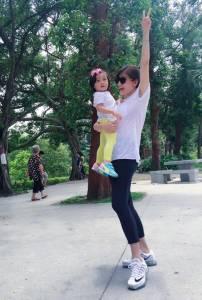 其實是姐姐吧!賈靜雯公開BO妞照,產後身材根本不像媽