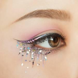 7張歐美最夯流行「獨角獸眼線」一張比一張夢幻,愛美的女孩看到後卻「崩潰哭了」!