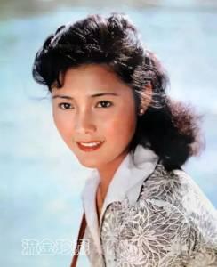 她演過《還珠格格》,風頭不輸潘虹,高齡產女 患過腫瘤,如今63歲風采依然!