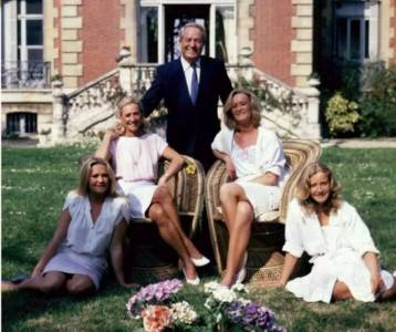 在炸彈堆裡醒來,看著母親裸照長大,這個5年生3娃的女人差點成為法國第一女總統!