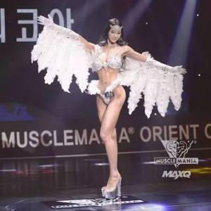 她堅持健身,從眾人中脫穎而出,練出令無數直男噴鼻血的性感身材,一躍成為健身模特冠軍