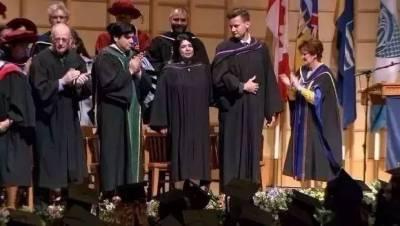 為求學遭丈夫家暴挖掉雙眼,如今她終於從名校畢業了……